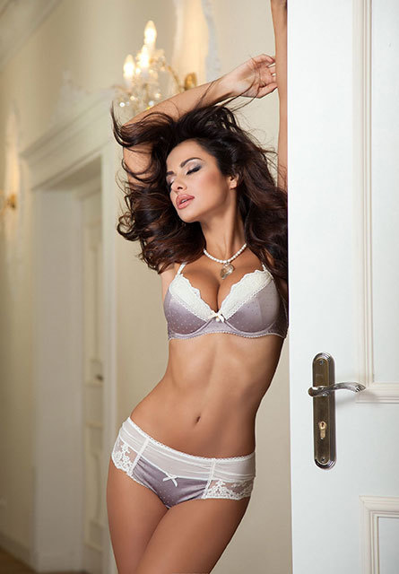 London escorts Robertina 2_b.jpg