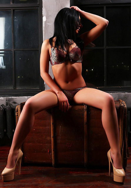 London escorts Dominika 3_b.jpg